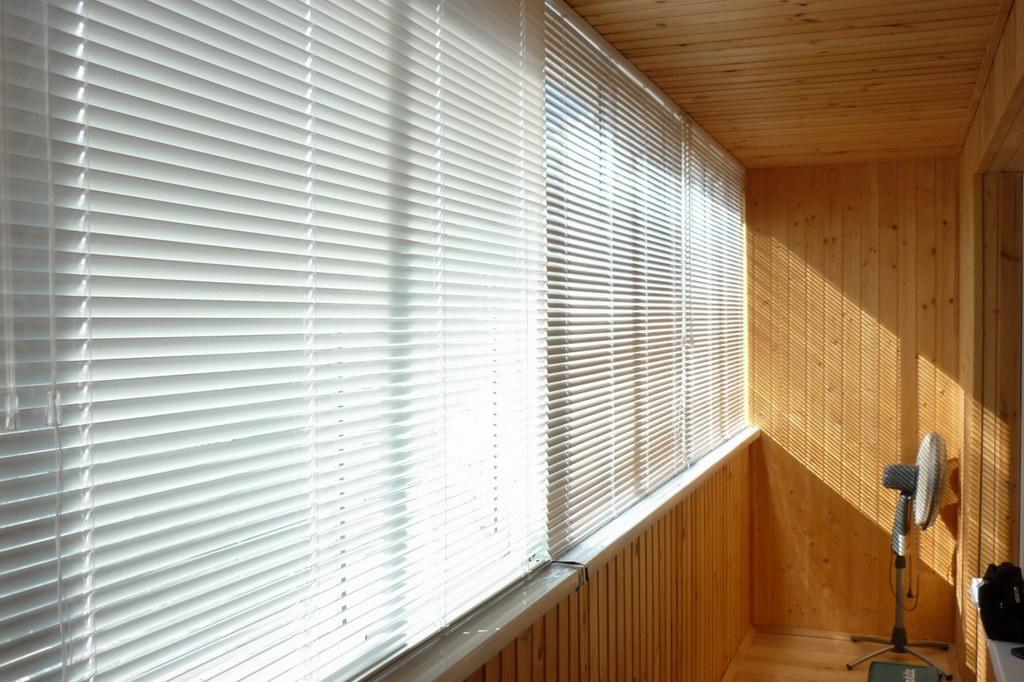 Горизонтальные жалюзи для балкона и лоджии